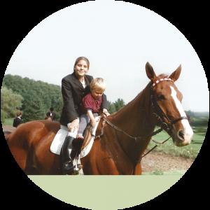 Nina Hainz | About | Hoch zu Pferd