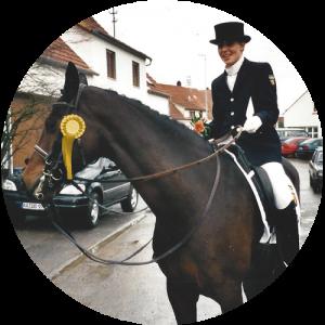 Nina Hainz | About | Mein Ausgezeichnetes Pferd